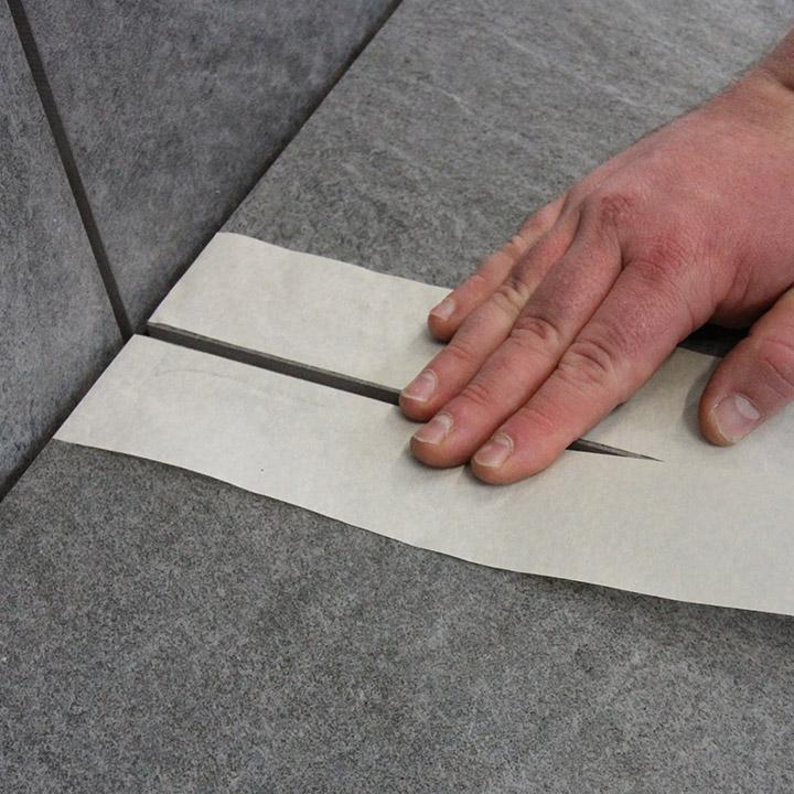 Bild 1: Oberfläche säubern und Kanten abkleben