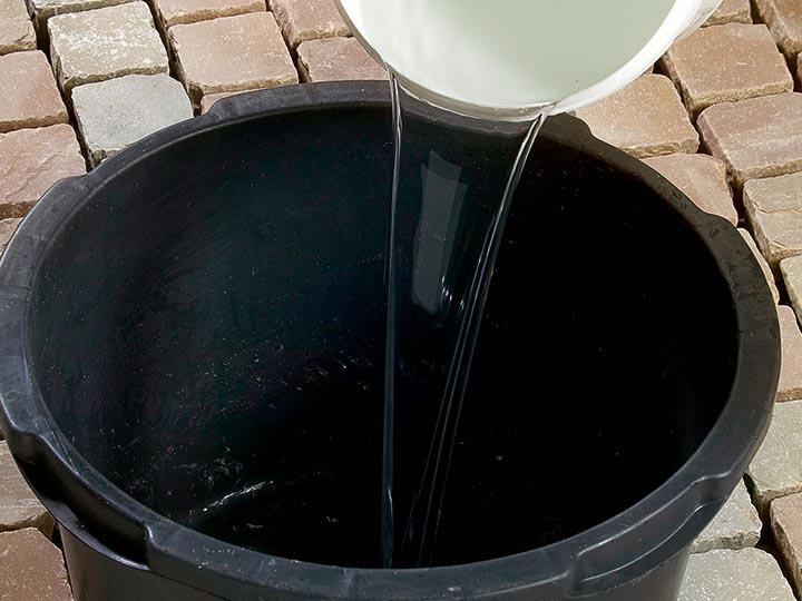 Bild 3: max. 4,5 l Wasser vorlegen