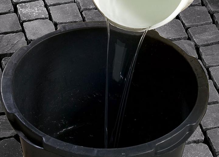 Bild 3: max. 5 l Wasser vorlegen