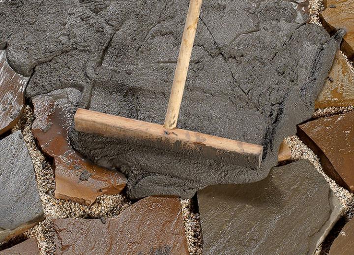 Bild 5: Mörtel einarbeiten
